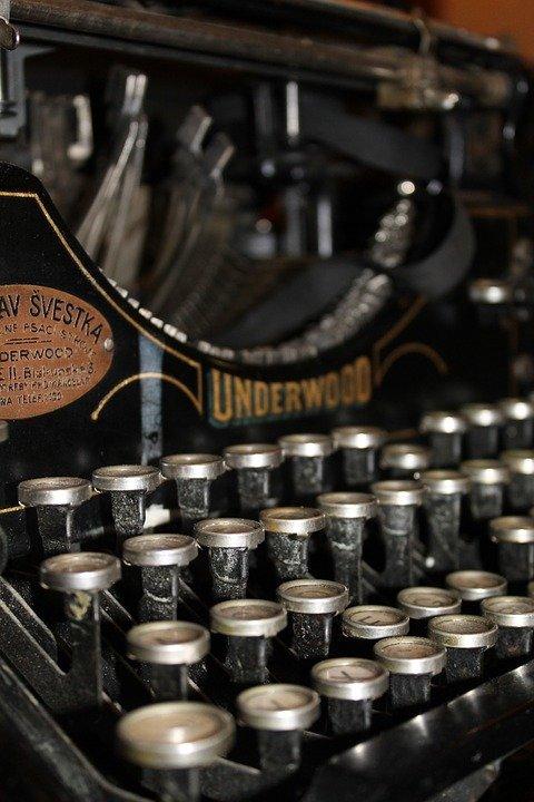 typewriter-210640_960_720.jpg