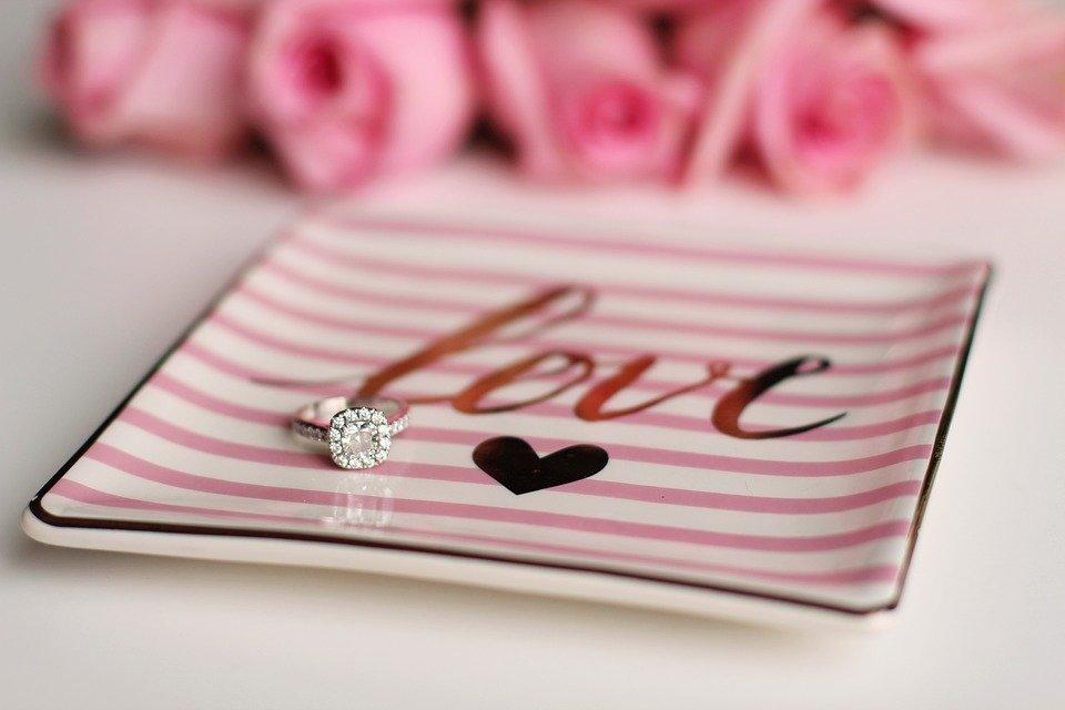 Anello di fidanzamento ufficiale