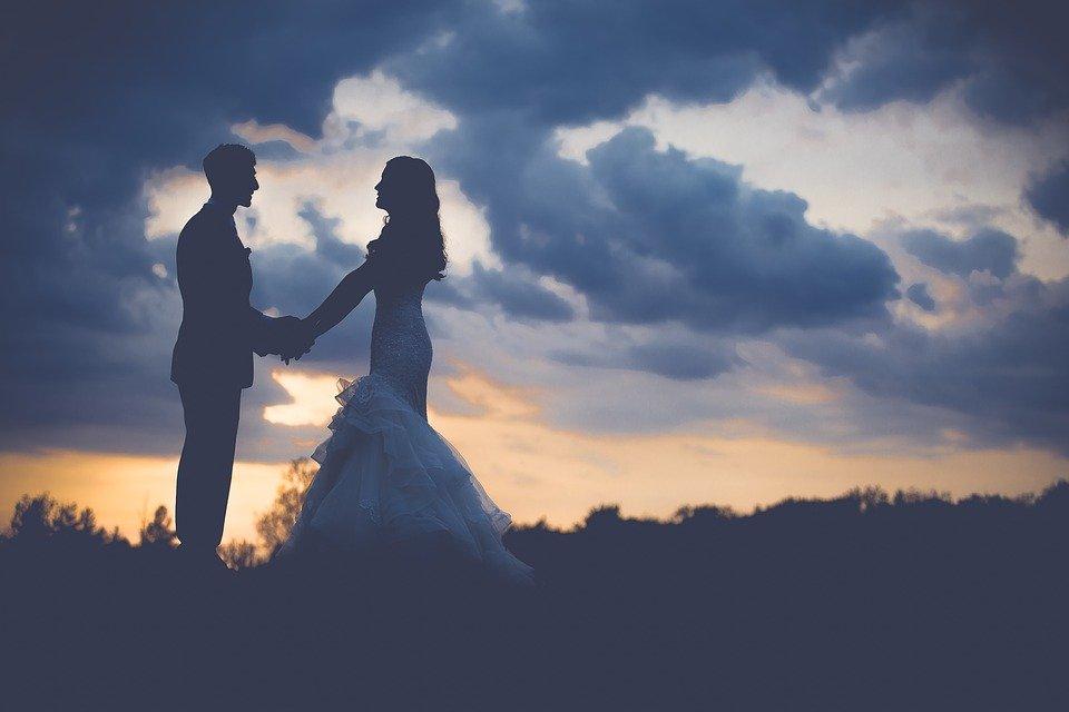 Mano nella mano, prometto di amarti per sempre