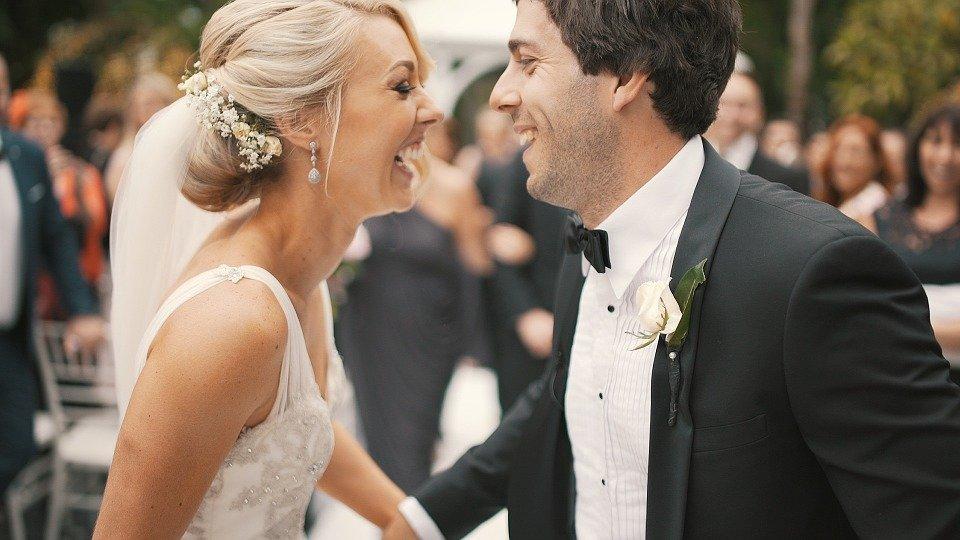 Una coppia piena di complicità: lei e il suo lui sanno ridere insieme